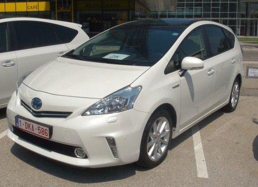 Toyota Prius Plus, provata su strada la monovolume ibrida a 7 posti - Foto 3 di 32