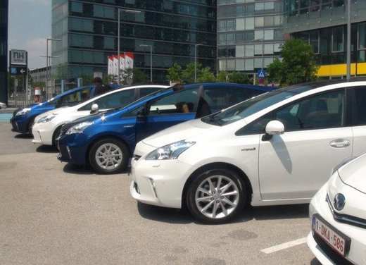 Toyota Prius Plus, provata su strada la monovolume ibrida a 7 posti - Foto 4 di 32
