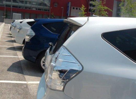 Toyota Prius Plus, provata su strada la monovolume ibrida a 7 posti - Foto 6 di 32