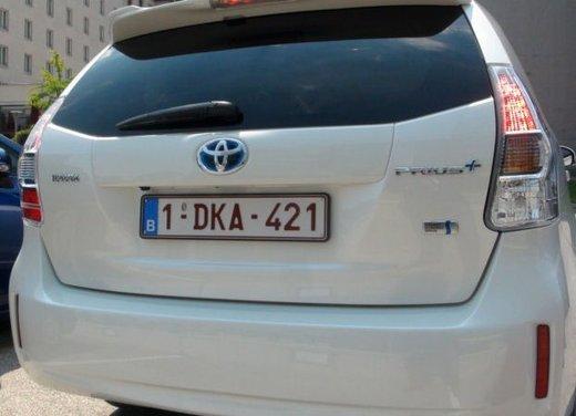 Toyota Prius Plus, provata su strada la monovolume ibrida a 7 posti - Foto 7 di 32