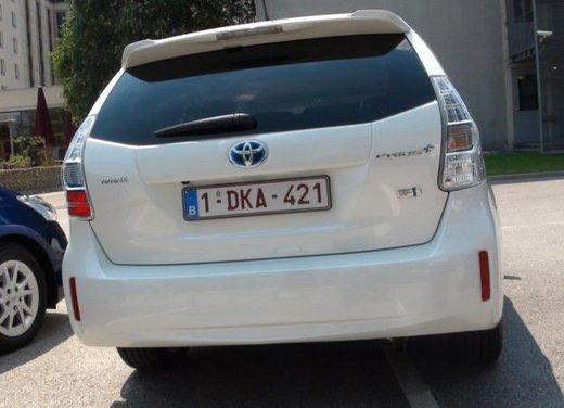 Toyota Prius Plus, provata su strada la monovolume ibrida a 7 posti - Foto 8 di 32
