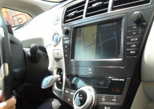 Toyota Prius Plus, provata su strada la monovolume ibrida a 7 posti - Foto 14 di 32