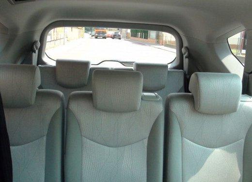 Toyota Prius Plus, provata su strada la monovolume ibrida a 7 posti - Foto 15 di 32