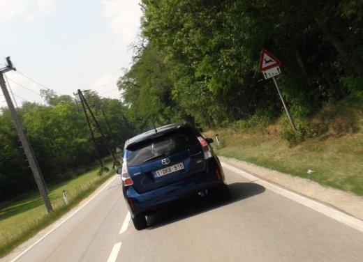 Toyota Prius Plus, provata su strada la monovolume ibrida a 7 posti - Foto 16 di 32