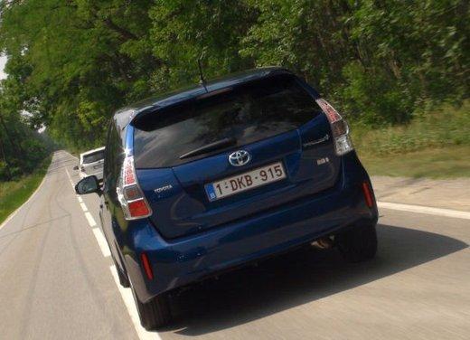 Toyota Prius Plus, provata su strada la monovolume ibrida a 7 posti - Foto 17 di 32