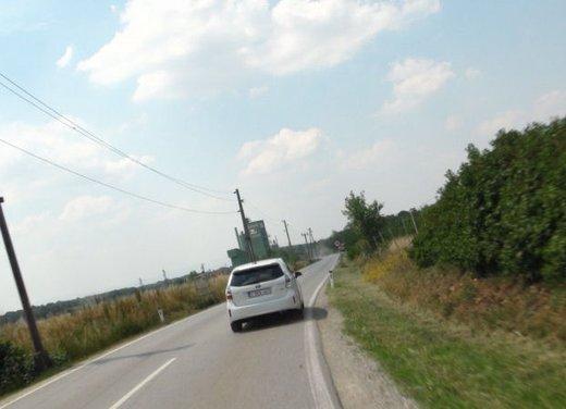 Toyota Prius Plus, provata su strada la monovolume ibrida a 7 posti - Foto 19 di 32