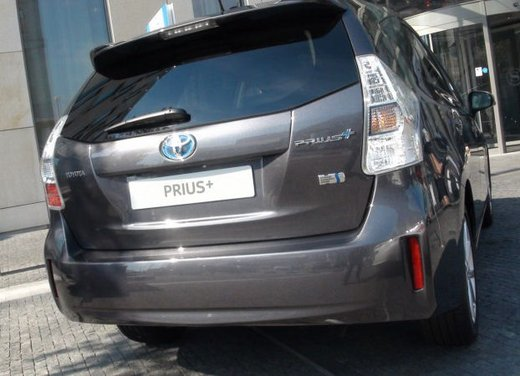 Toyota Prius Plus, provata su strada la monovolume ibrida a 7 posti - Foto 29 di 32