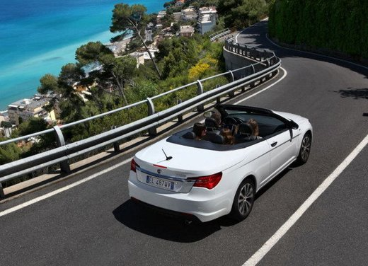 Lancia Flavia Cabrio, provata su strada la nuova Flavia scoperta - Foto 5 di 28