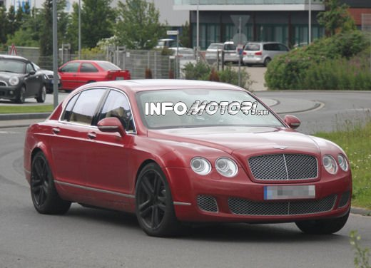 Foto spia della Bentley Continental Flying Spur