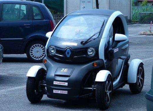 Renault Twizy prova su strada del nuovo veicolo elettrico Renault