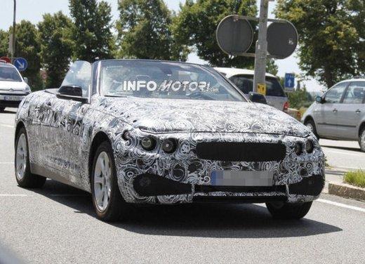 Foto spia della nuova BMW Serie 4 Cabrio - Foto 1 di 20