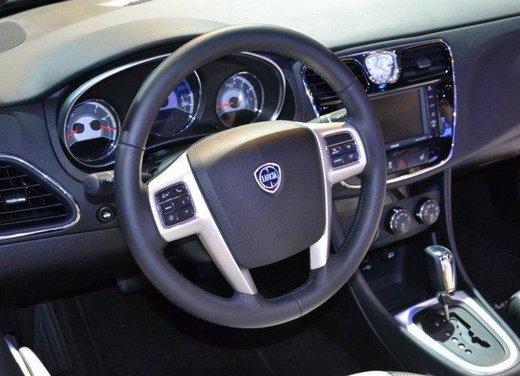 Lancia Flavia Cabrio punta sulla dolce vita e la sua cugina Chrysler 200 sul futuro - Foto 13 di 13