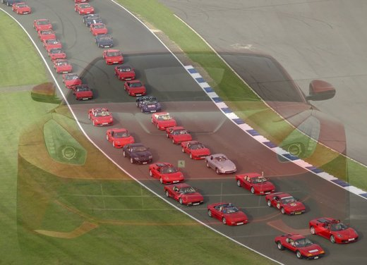 """Ferrari nel Guinness dei primati con mille """"rosse"""" per il raduno di Silverstone"""