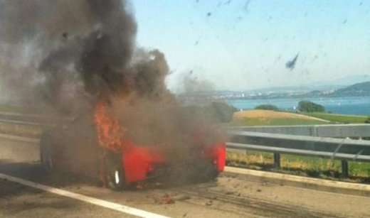 Ferrari 458 Italia in fiamme in Svizzera - Foto 1 di 7