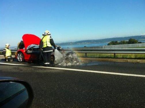 Ferrari 458 Italia in fiamme in Svizzera - Foto 4 di 7