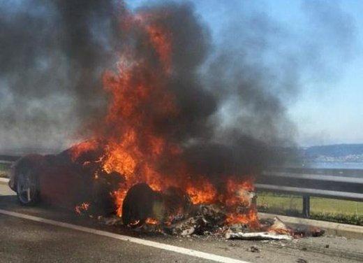 Ferrari 458 Italia in fiamme in Svizzera - Foto 6 di 7