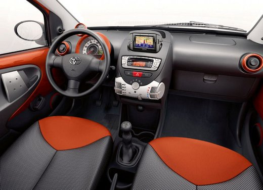 Toyota Aygo restyling 2012 - Foto 12 di 12