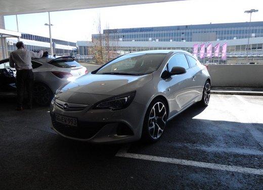 Opel Astra prova su strada della nuova gamma - Foto 3 di 34