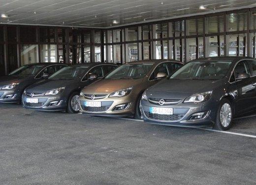 Opel Astra prova su strada della nuova gamma - Foto 4 di 34