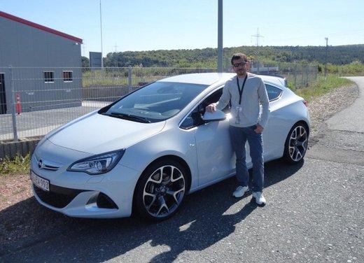 Opel Astra prova su strada della nuova gamma - Foto 5 di 34