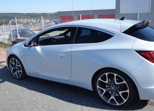 Opel Astra prova su strada della nuova gamma - Foto 6 di 34