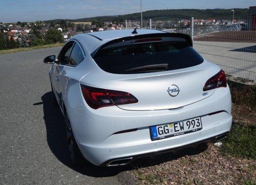 Opel Astra prova su strada della nuova gamma - Foto 7 di 34