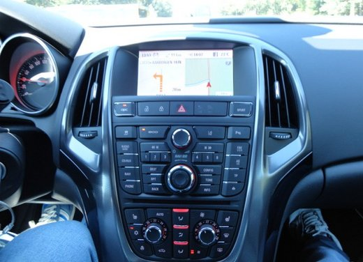 Opel Astra prova su strada della nuova gamma - Foto 14 di 34