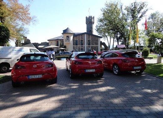 Opel Astra prova su strada della nuova gamma - Foto 15 di 34