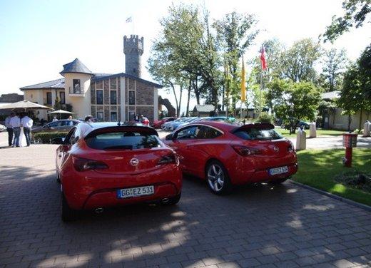 Opel Astra prova su strada della nuova gamma - Foto 16 di 34