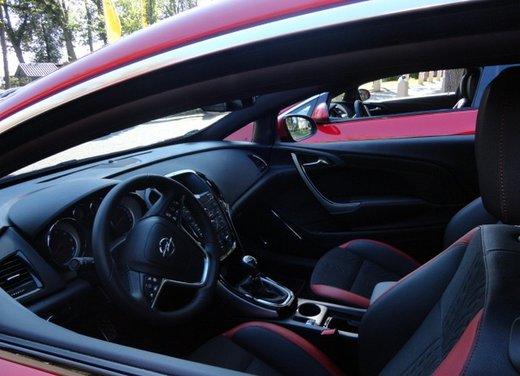 Opel Astra prova su strada della nuova gamma - Foto 18 di 34