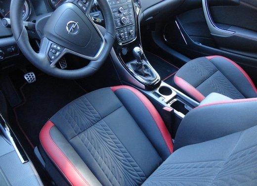Opel Astra prova su strada della nuova gamma - Foto 19 di 34