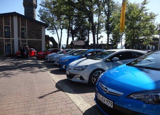 Opel Astra prova su strada della nuova gamma - Foto 20 di 34