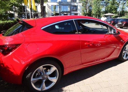 Opel Astra prova su strada della nuova gamma - Foto 23 di 34