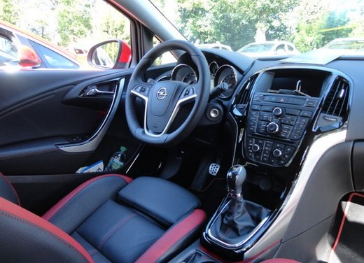 Opel Astra prova su strada della nuova gamma - Foto 27 di 34