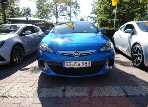 Opel Astra prova su strada della nuova gamma - Foto 29 di 34