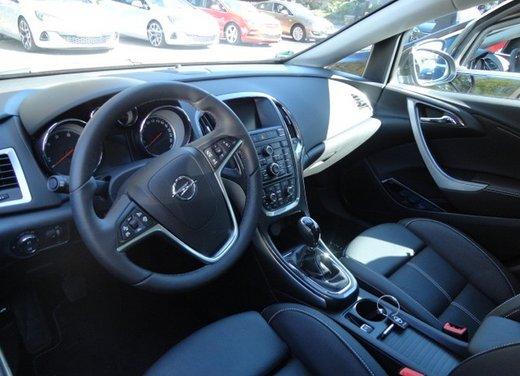 Opel Astra prova su strada della nuova gamma - Foto 30 di 34