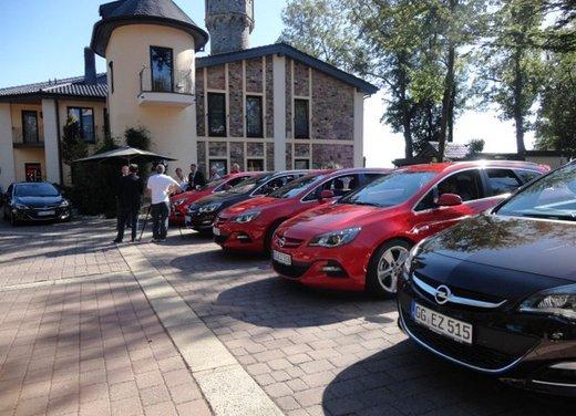 Opel Astra prova su strada della nuova gamma - Foto 33 di 34