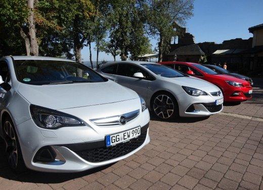 Opel Astra prova su strada della nuova gamma