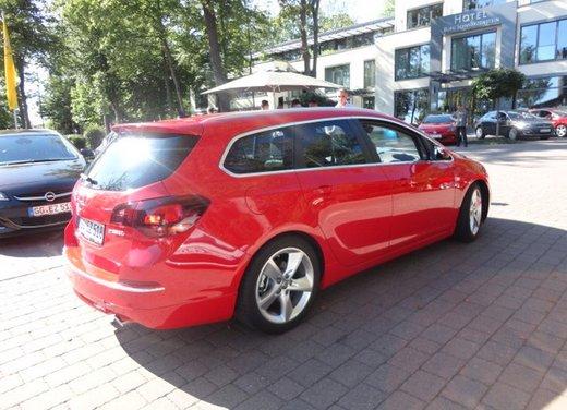 Opel Astra prova su strada della nuova gamma - Foto 2 di 34