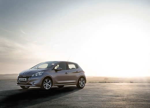Peugeot 208, consumi e prestazioni del tre cilindri benzina da un litro - Foto 5 di 6