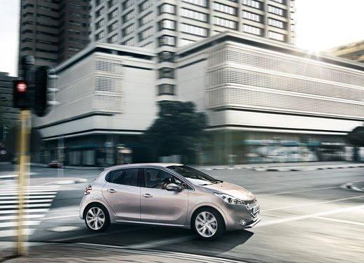 Peugeot 208, consumi e prestazioni del tre cilindri benzina da un litro - Foto 4 di 6