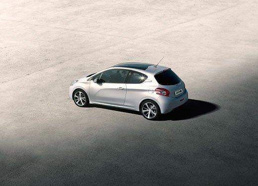 Peugeot 208, consumi e prestazioni del tre cilindri benzina da un litro - Foto 1 di 6