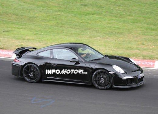 Immagini spia della Porsche 911 GT3 di nuova generazione - Foto 2 di 10
