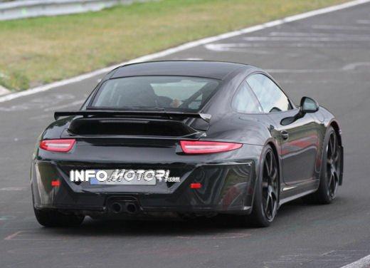 Immagini spia della Porsche 911 GT3 di nuova generazione - Foto 5 di 10