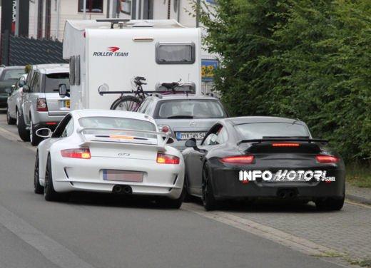 Immagini spia della Porsche 911 GT3 di nuova generazione - Foto 6 di 10