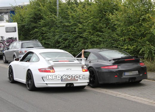 Immagini spia della Porsche 911 GT3 di nuova generazione - Foto 7 di 10