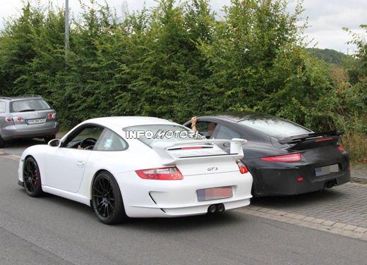 Immagini spia della Porsche 911 GT3 di nuova generazione - Foto 8 di 10