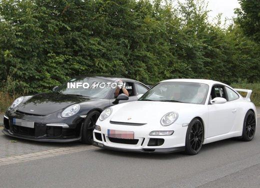 Immagini spia della Porsche 911 GT3 di nuova generazione - Foto 9 di 10