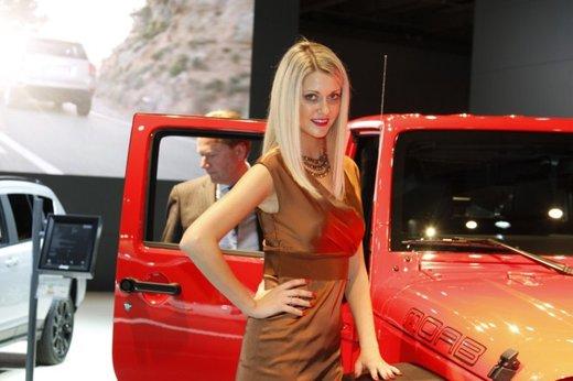 Le modelle più sexy fra gli stand del Salone di Parigi 2012 - Foto 10 di 24