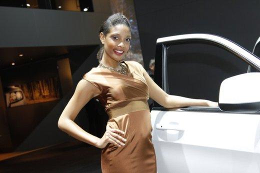 Le modelle più sexy fra gli stand del Salone di Parigi 2012 - Foto 13 di 24